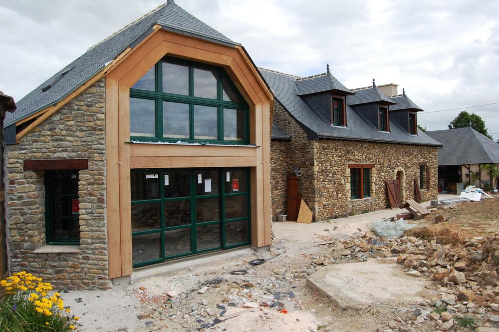 Chenel lg menuiserie charpente restauration fenetres for Restauration facade maison