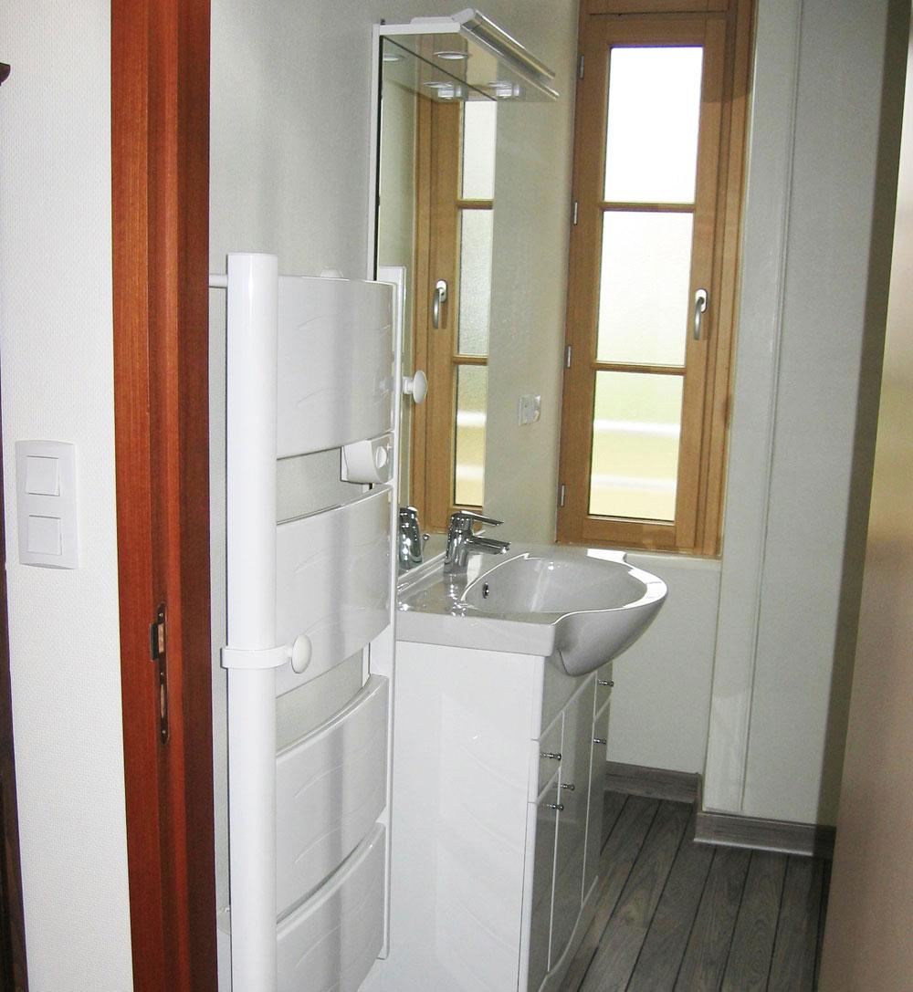 Perrinel electricite chauffage argentre plessis salle de for Electricite salle de bain